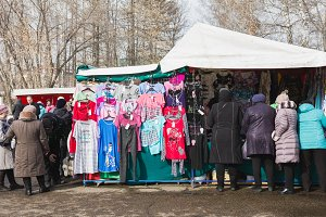 Kazan, Russia - 2 mart 2017: Crowded market street on the open bazar market - clothes department