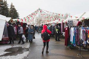 Kazan, Russia - 2 mart 2017: Crowded market street on the open bazar market