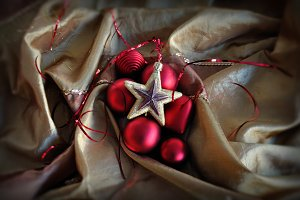 Red Baubles Star