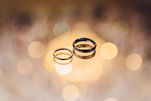 Wedding golden rings