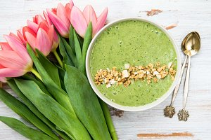 Breakfast Detox Green Smoothie Bowl