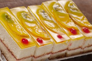 Angel cake with fruit