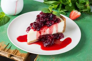 Cheesecake with cranberry sauce