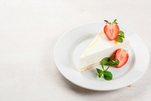 Cheesecake with mint & strawberries