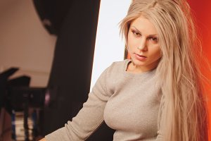 Blonde girl posing in studio for photographer - Photo session