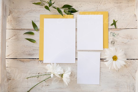 Yellow Daisy Invitation Lay Flat
