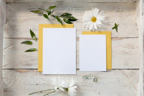 Yellow Daisy Invitation Lay Flat