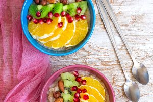 Oatmeal with fruit and nuts for a healthy breakfast