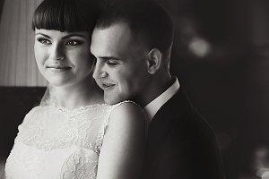 Groom leans on gorgeous bride