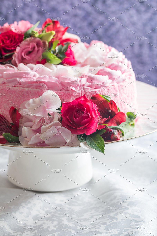 Pink cake with natural beautiful flowers nature photos creative pink cake with natural beautiful flowers nature izmirmasajfo