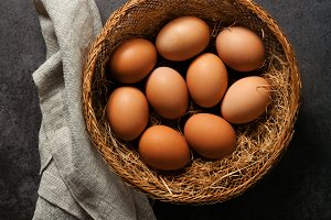 Hen eggs basket .