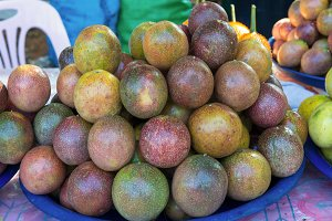 Fresh passion fruit in the market
