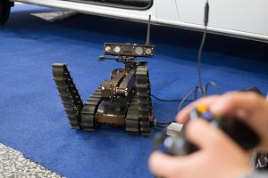 Robot for the explosions discovery and searching on the remote control