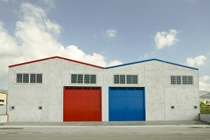Warehouses with opposite colors