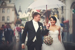 A blurred picture of wedding couple