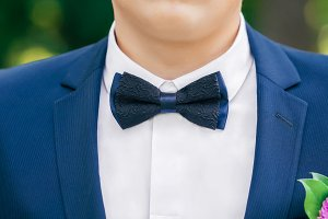 Black-and-blue bow-tie on grooms neck