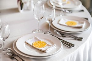 The cute exemple of wedding table serve