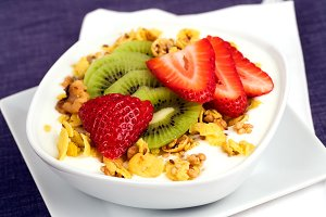 Gluten-Free Granola Yogurt & Fruit