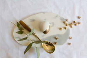 Easter: place setting gold egg