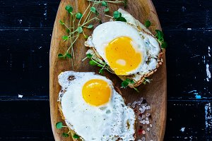 Toast with fried eggs
