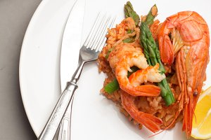shrimp,rice with tomato sauce