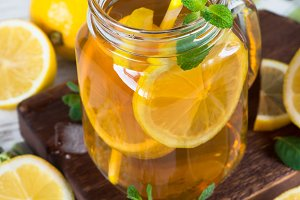 Iced tea with lemon.