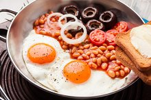 eggs, beans, toasts, tomatoes