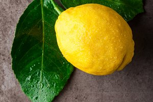 natural lemon with leaves
