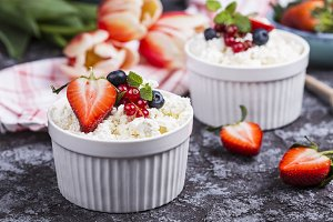 Fresh cottage cheese and berries