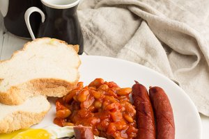 fried eggs, grill sausages