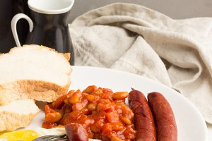 eggs,sausages,coffee,bread