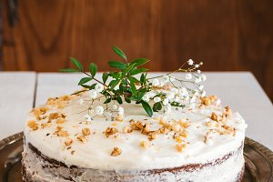 Naked carrot cake with flowers