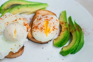 poshed eggs with avocado