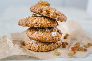 oatmeal cookies with raisins