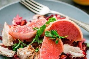 Salad with grapefruit and chicken