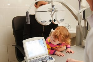 Child patient in ophthalmologist room - child with mommy at the on consultation