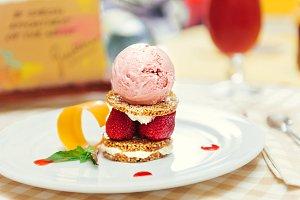 Strawberry ice cream dish with fresh cookie