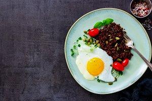 Quinoa with fried egg