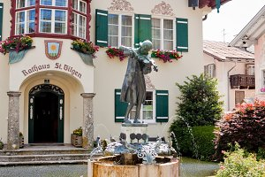 Statue of Mozart in St.Gilgen