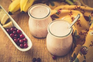 Smoothie of banana and cranberries