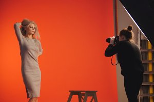 Beautiful blonde girl posing for photographer - fashion backstage
