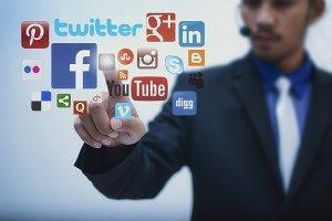 hand pressing social media