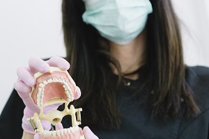 PORTRAY WOMAN DENTIST