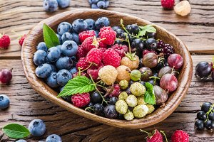 Ripe berries in the wooden bowl
