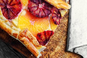 Baked home cheesecake with oranges
