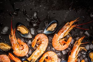 Shrimp and mussels on ice