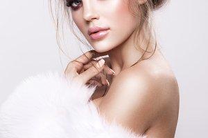 Beautifful european brunet woomen with gloss clean healfy skin
