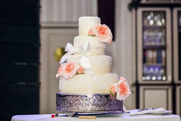 Wedding cake decorated with roses…