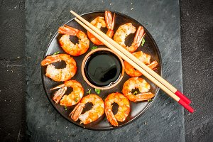 Grilled shrimps with soy sauce