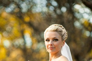 Bride posing in an autumn park